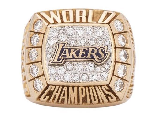 科比又一枚冠军戒指被拍卖!逝世仅半年,他们就开端运用科比捞钱 
