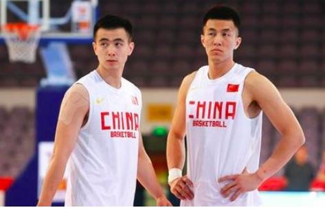 姚明杜锋别犹豫,中国队大难题或已破解,抛弃郭艾伦让这二人上位 