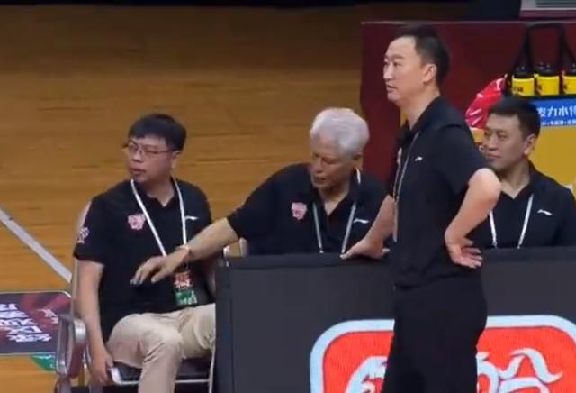 裁判偏袒广东男篮?易建联享明星哨?