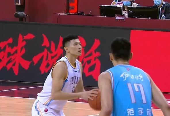 马健称新疆能赢福建15分,王哲林要害三分制胜张狂打脸 