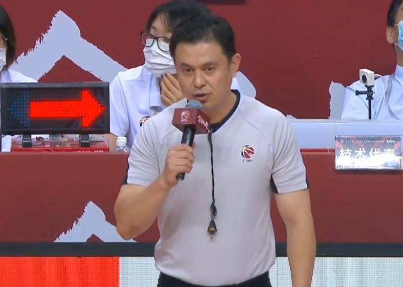 """CBA突发一幕:广厦赵岩昊""""肘击""""被吹违体犯规"""