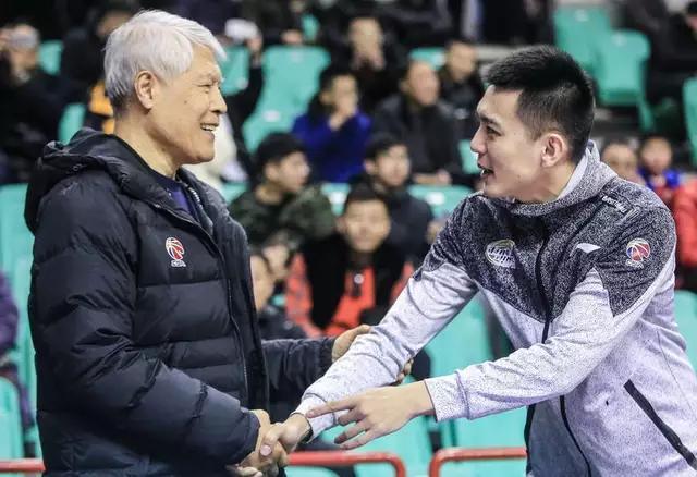 辽篮稳居第一!临危受命,主帅杨鸣的成功是命运仍是实力?