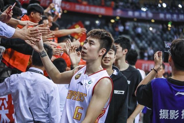 杨林祎终于迎来了一丝时机,那个赛季他为球队出战41场比赛