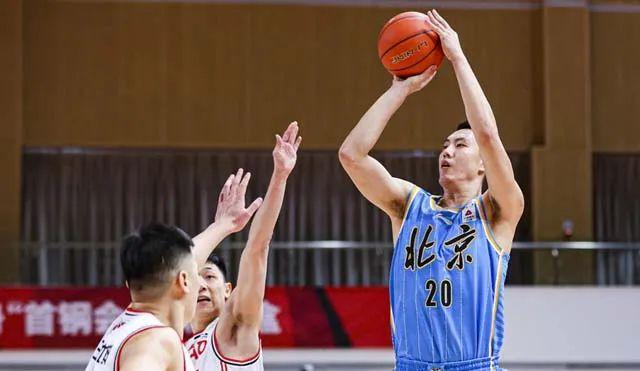 北京队与青岛队进行了一场对决,终究,北京队以78-75打败青岛队