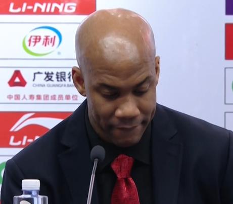 赛后他低头批评外援太独立。他称赞广东是夺冠热门
