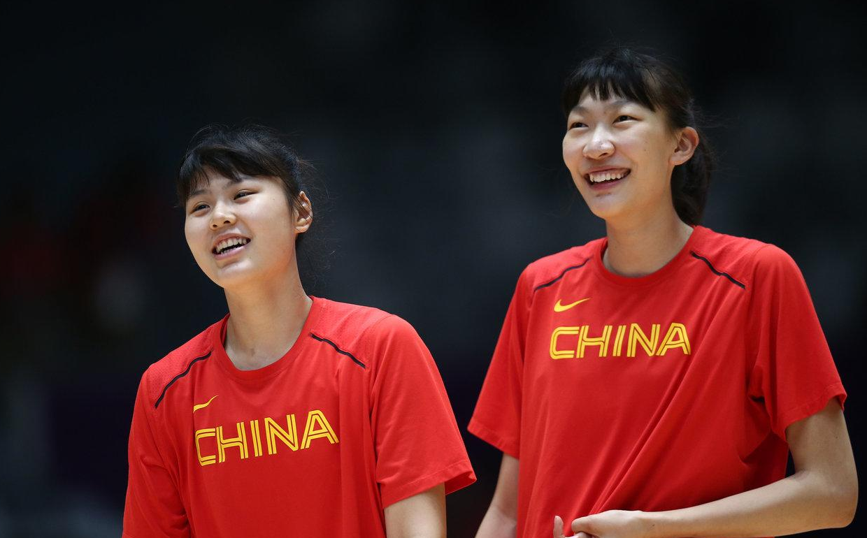女篮国手与CBA新星恋情曝光:两人身高超姚明配偶,曾在球场约会 