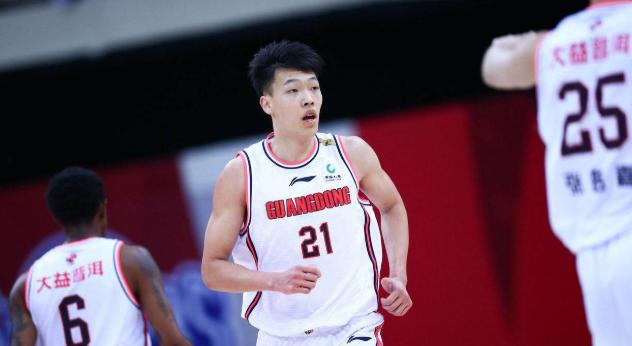 张昊抢下13个板,赵锦洋被批评,赵睿扮演球队大哥