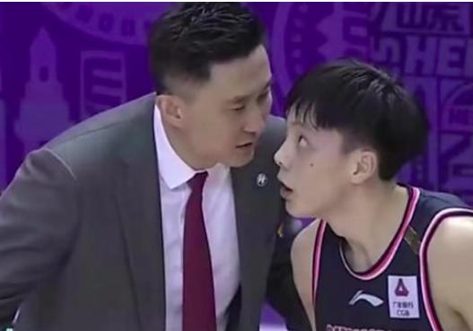 胡明轩的体现确实是起伏比较大,打天津这么烂的球队