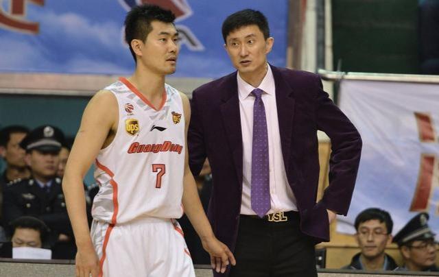 骂队员,怼裁判,打扰对手,杜锋是如何当上广东男篮的主教练的?