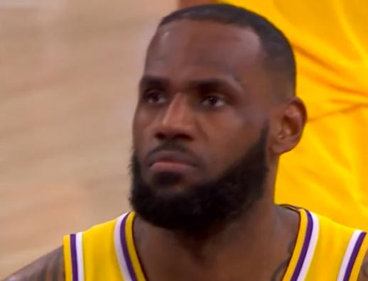 NBA供认重大误判,格林关键球走步,詹姆斯5连胜被黑了 