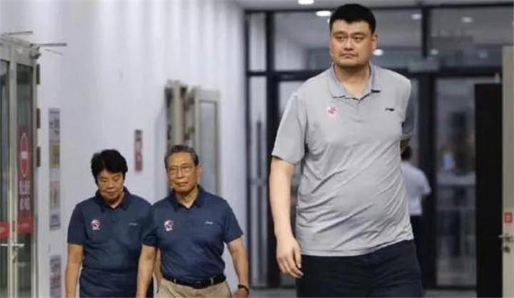 40岁姚明体重不受控制,已跨越400斤,娇妻:睡觉都成难题!
