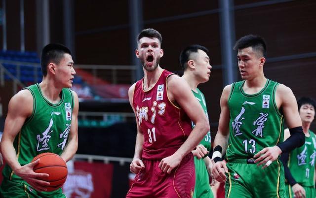 亚洲榜首后卫26+8带队8连胜,本赛季MVP已无悬念
