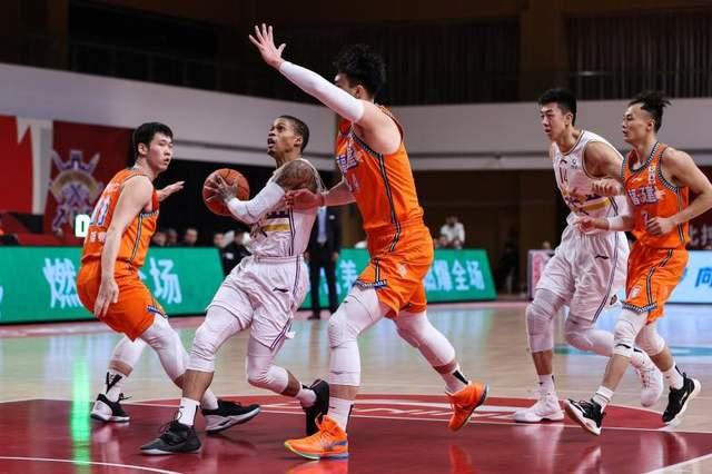 北控舒畅大胜天津40分,12人悉数上台,约瑟夫·杨打疯了   