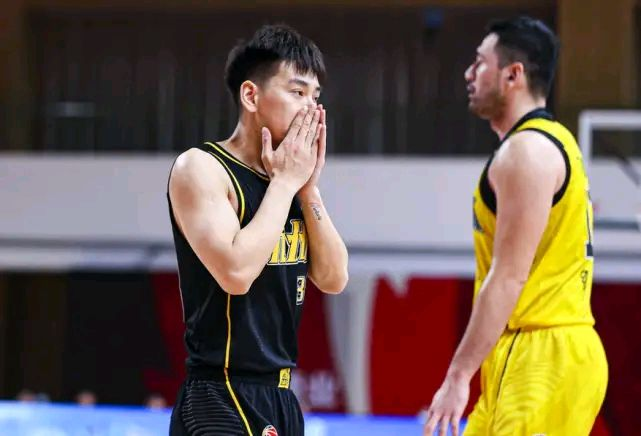 接连两周拿下最佳球员的赵岩昊,为什么又被广厦男篮弃用了?