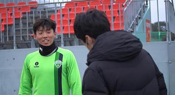 朴智星首次观看全北练习,向02世界杯老大哥90度鞠躬 
