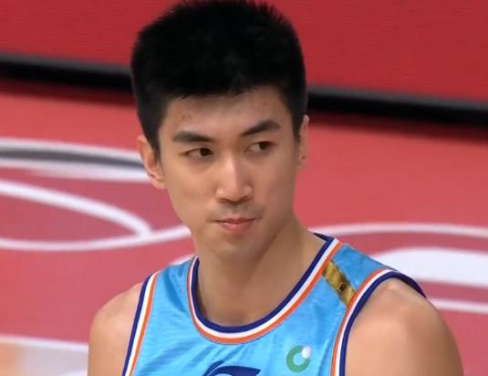 新疆男篮再次输球,阿的江场边一细节露出其现在实在心态:快崩了