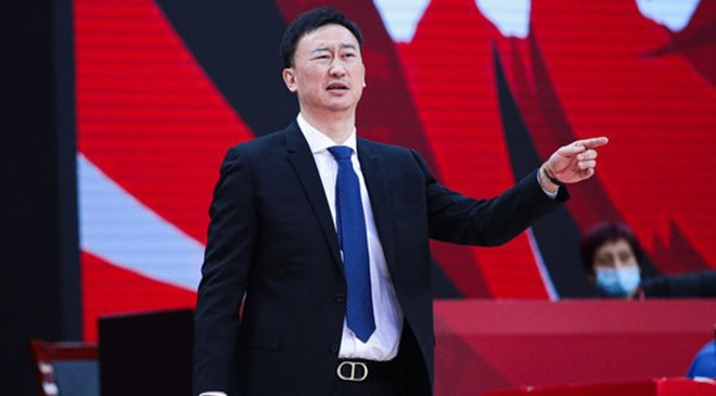 裁判的判罚再次引起热议,尤其是浙江队球队席上连吃两次技术犯规
