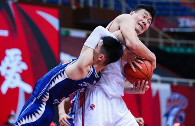 """折腾一个多赛季,上海又变回了""""一人球队"""",有人牵挂李秋平吗?"""