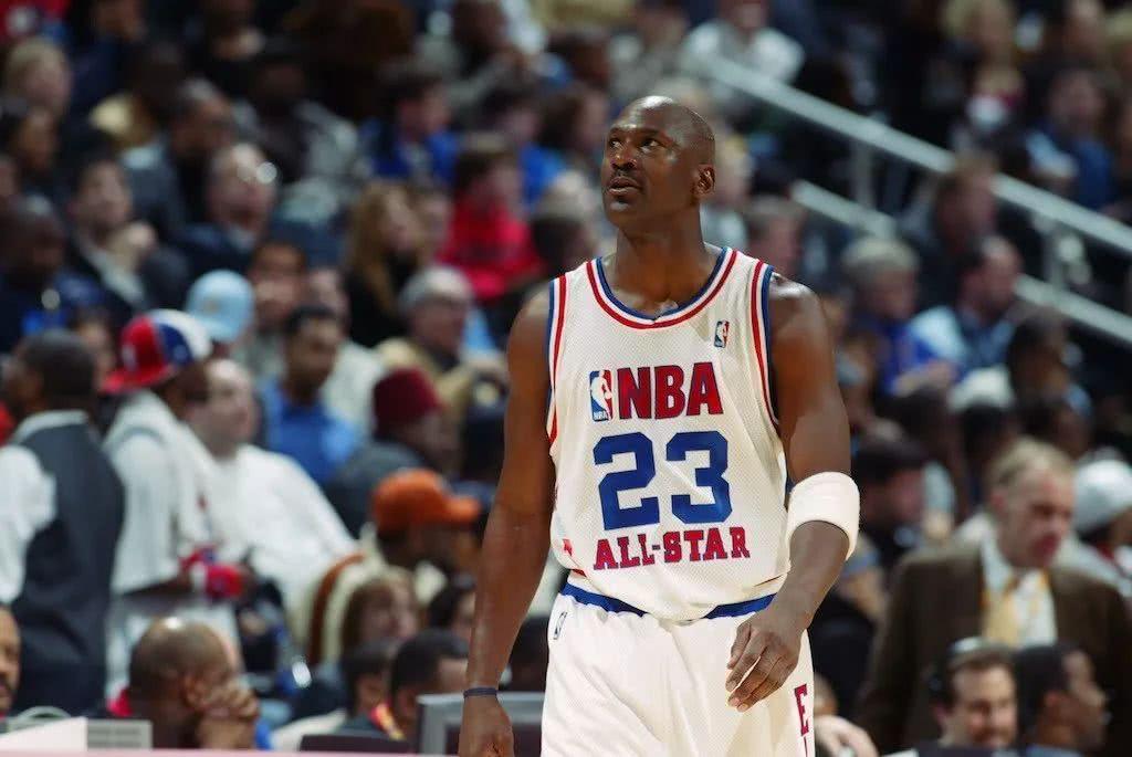 皮蓬NBA球员生计薪资1亿美金,队友乔丹、罗德曼、库科奇呢? 