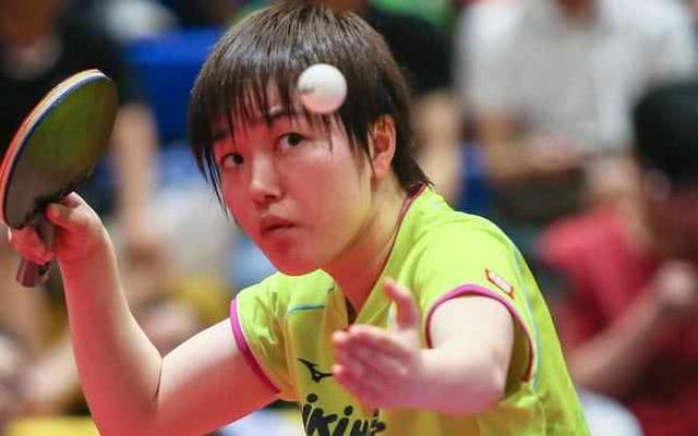 日乒一姐连轰2个11-6,4-0打爆酷似张怡宁的世青赛亚军