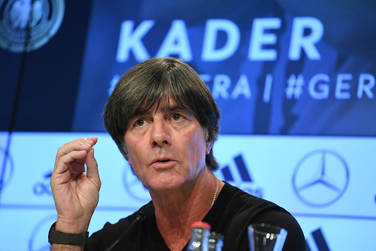 勒夫:祝贺拜仁斩获三冠王,这样的阅历对年轻国脚很重要   