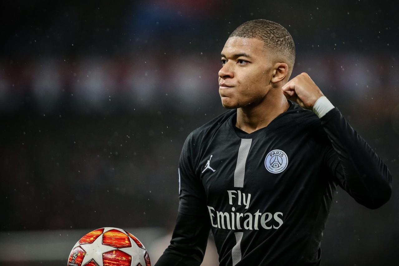 曩昔6次在欧冠小组赛阶段遭受英格兰球队,巴黎仅取得1胜