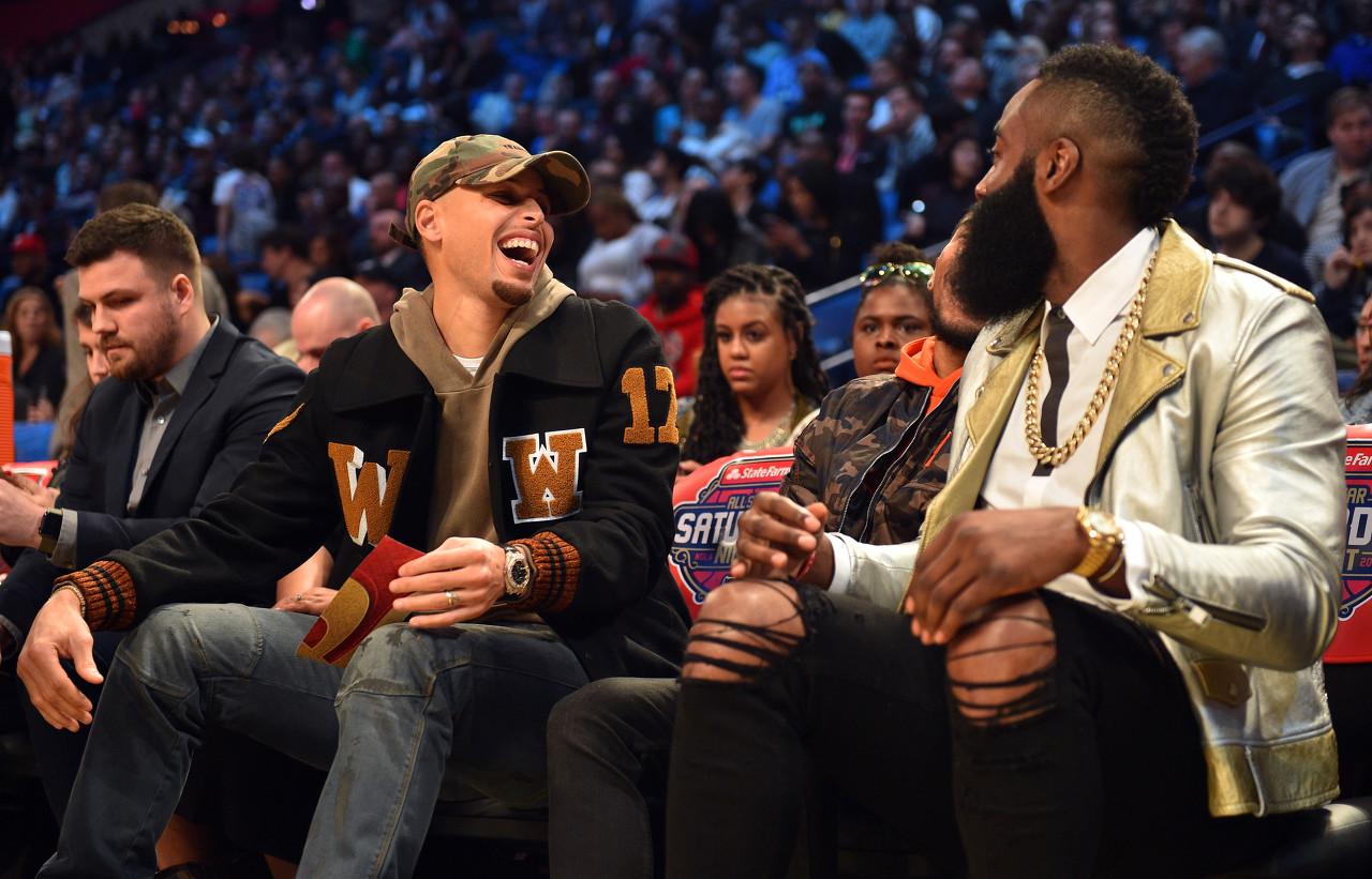 创造NBA纪录,而此前记载为库里在2018-2019赛季投进的151记三分