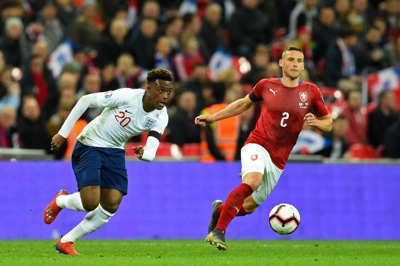 英格兰U21主帅:奥多伊肩部受伤,已提早回来沙龙   