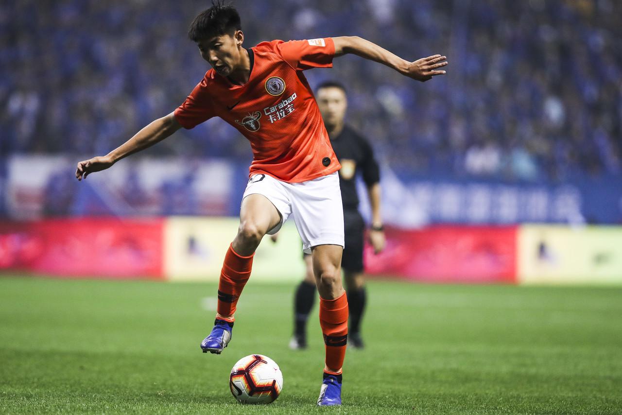 曹永竞和人和的前身陕西浐灞签约,正式成为了一名工作球员