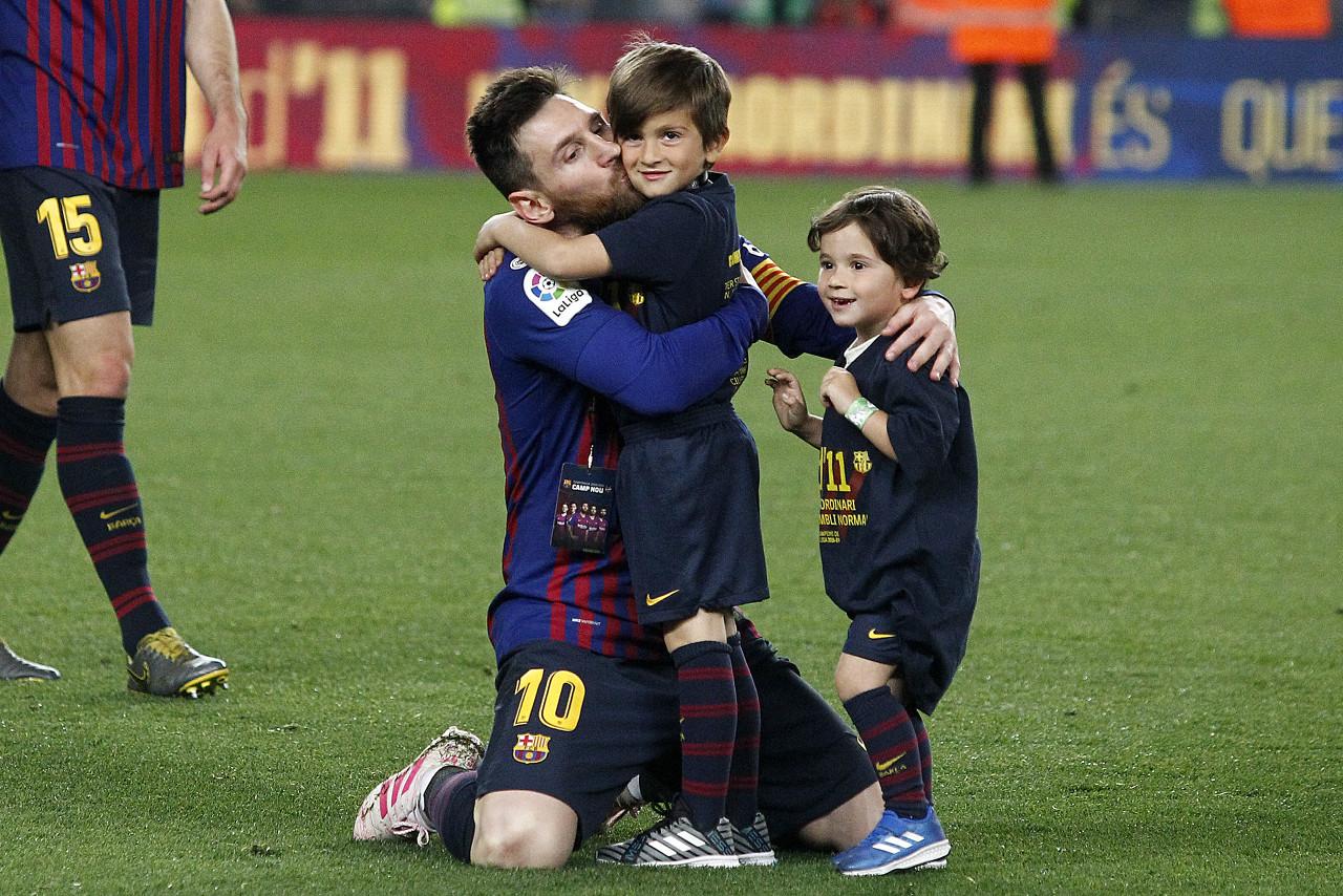 记者:梅西将在本周末前暂停假期回到巴塞罗那,与科曼进行谈判