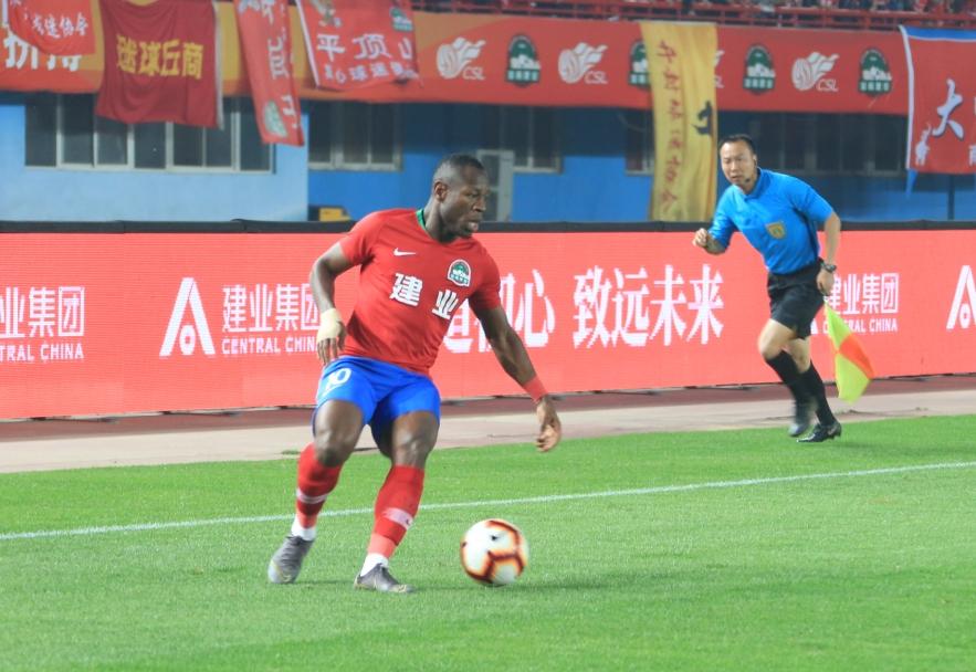 足球报:巴索戈已抵达上海进行阻隔,加盟申花只差官宣