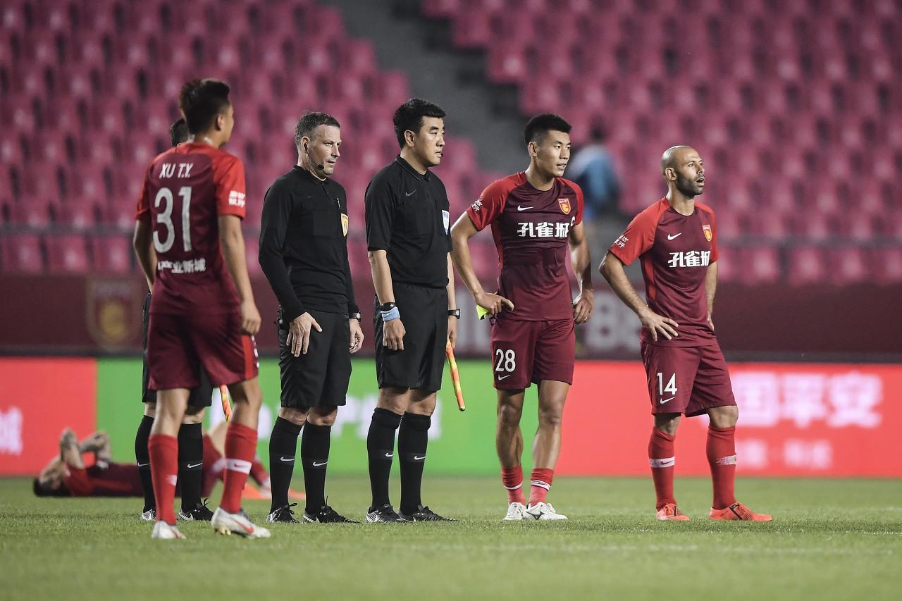 """冀媒:集团没说""""不玩""""华夏队就会坚持 与韩国教练有过实质触摸"""