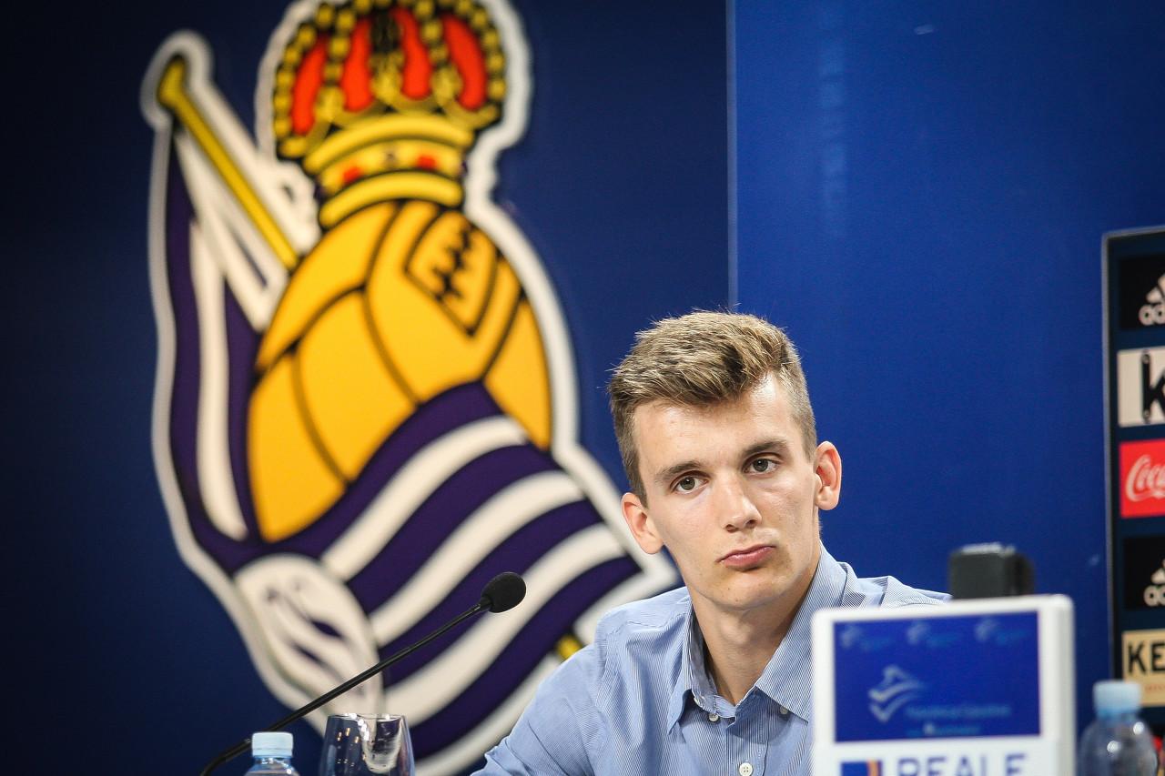 皇家社会官方:西班牙中卫迭戈-略伦特转会加盟利兹联