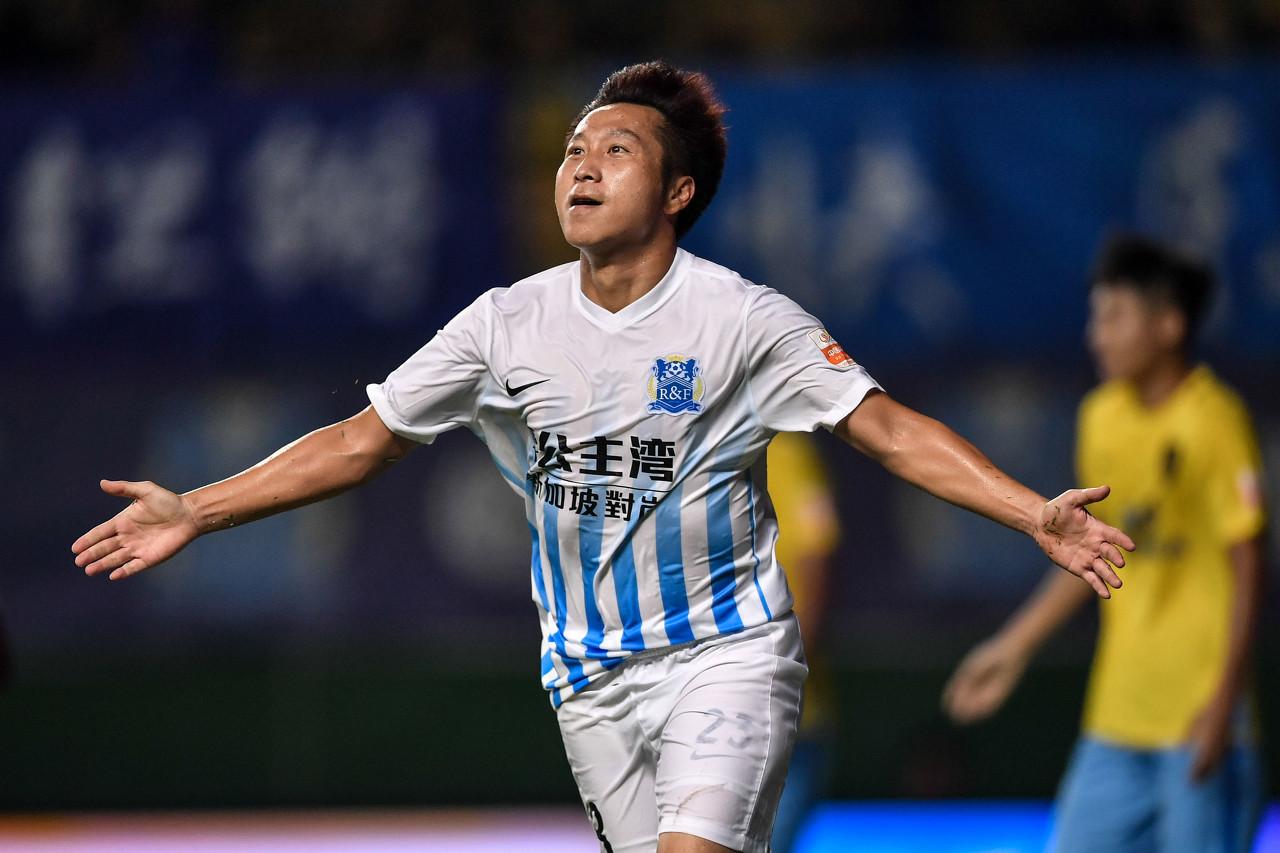 广州城总经理送行卢琳:夸姣岁月贡献给球队,是广东足球标志人物