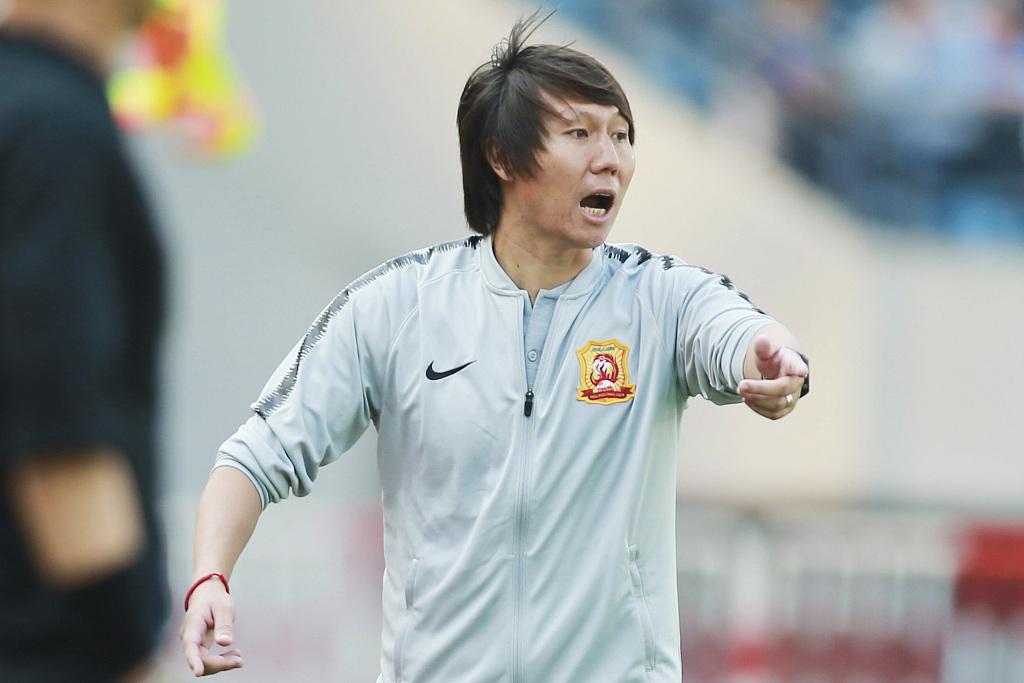 体坛周报:李铁执教卓尔期间,要求球员吃热干面不加麻酱