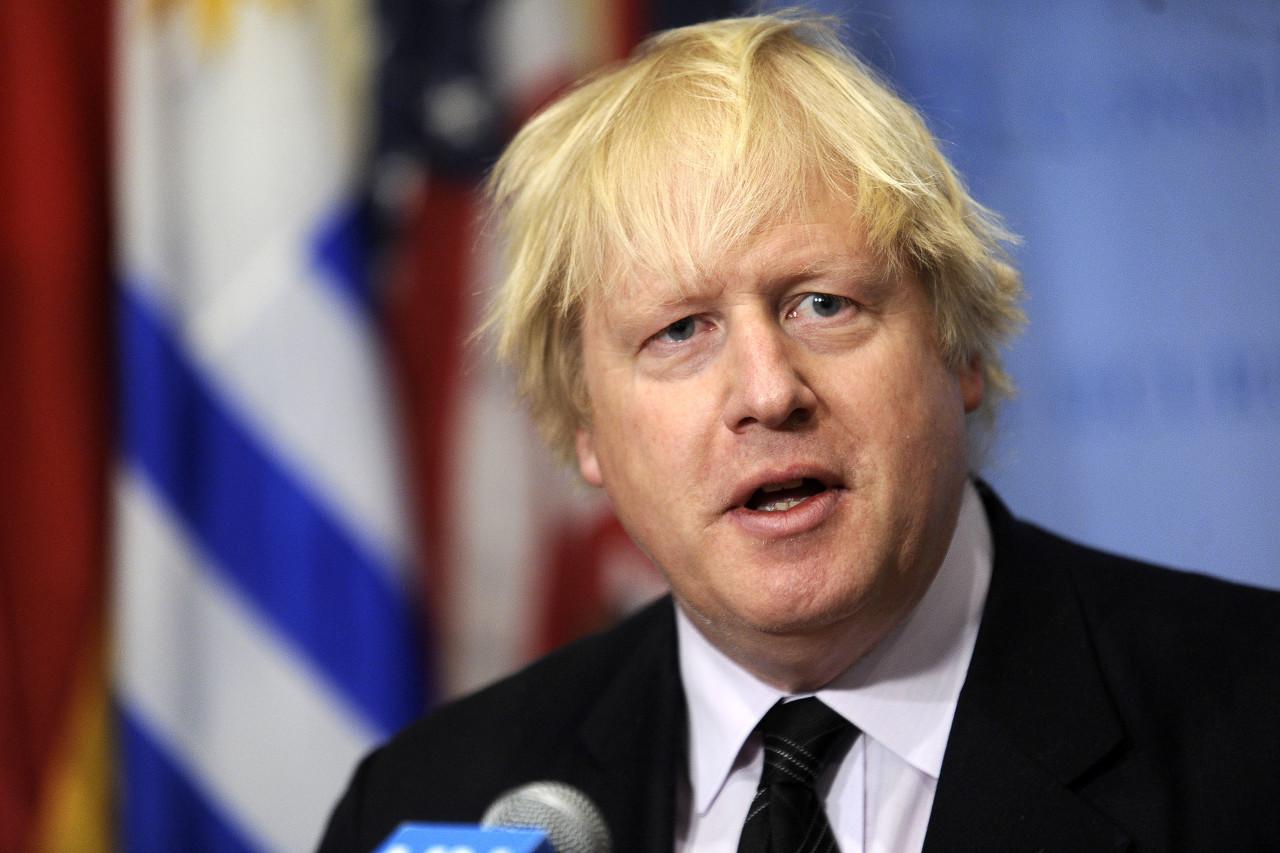英首相:鉴于新冠感染率上升,将从头审视答应球迷10月回归的抉择