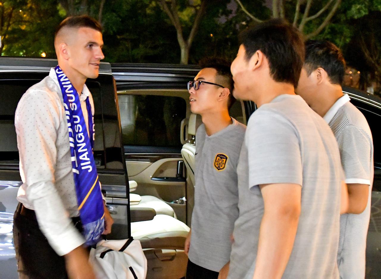 中国足协提交世界转会证明,桑蒂尼在新东家结束注册