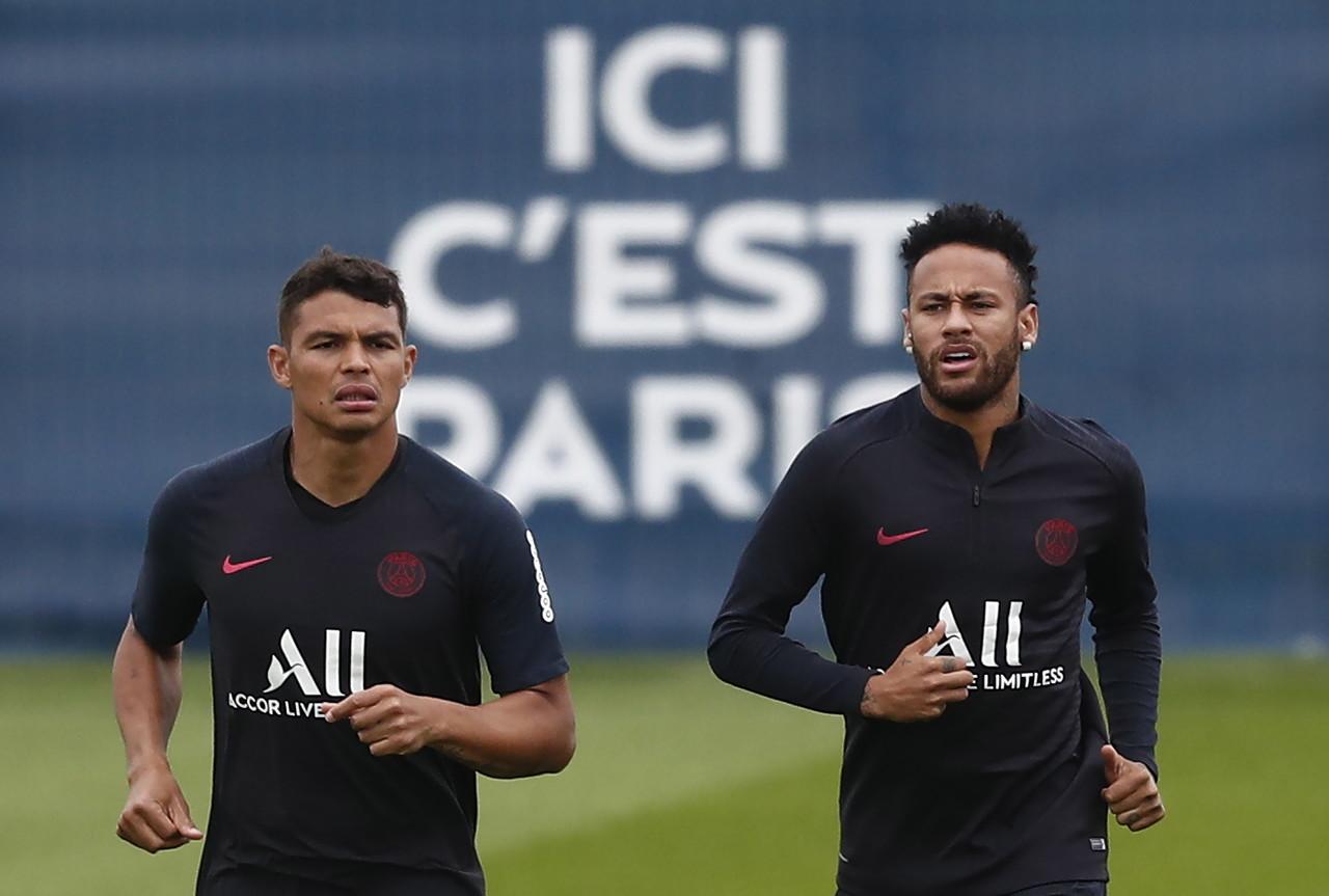 名宿:巴黎球员降薪难责任在队长,弟媳只忙着自己续约