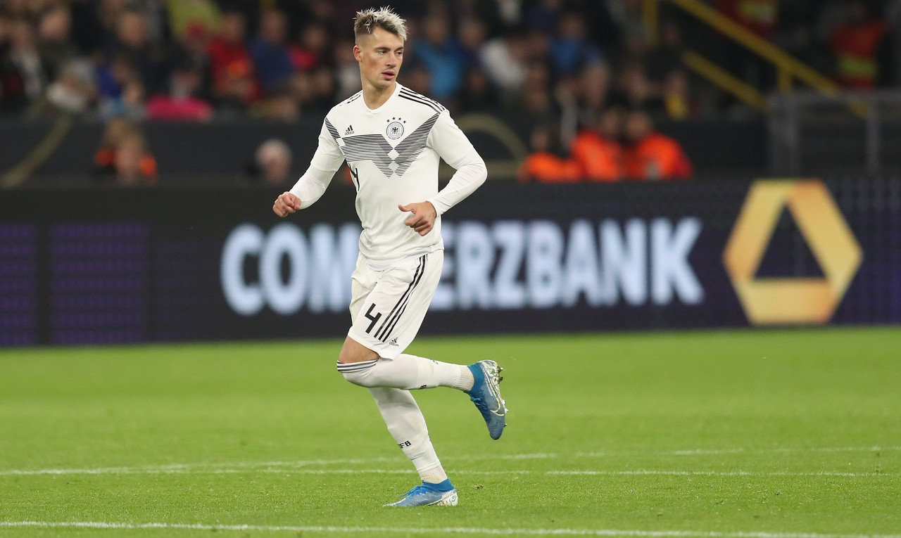官方:利兹联引进德国国脚科赫,两头签约至2024年