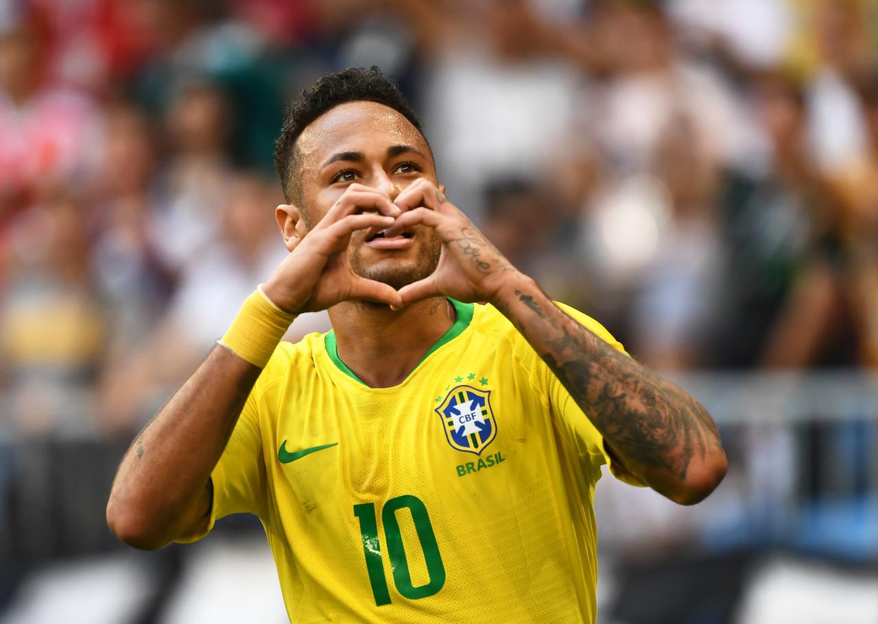 巴西队医:内马尔背部不适,不确定是否能出战同玻利维亚的世预赛