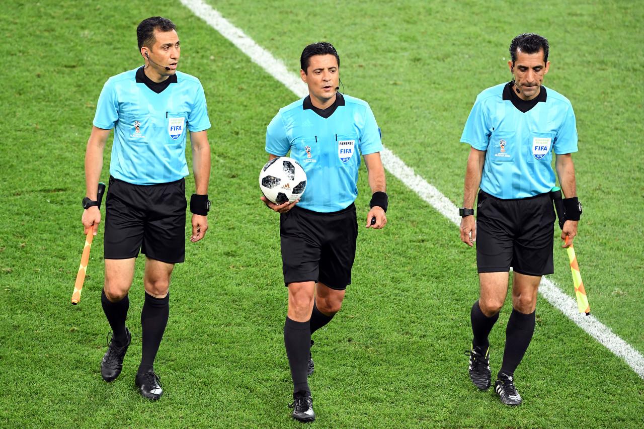 足球报:足协约请外籍裁判法律中超,现在执行3名亚洲籍裁判员