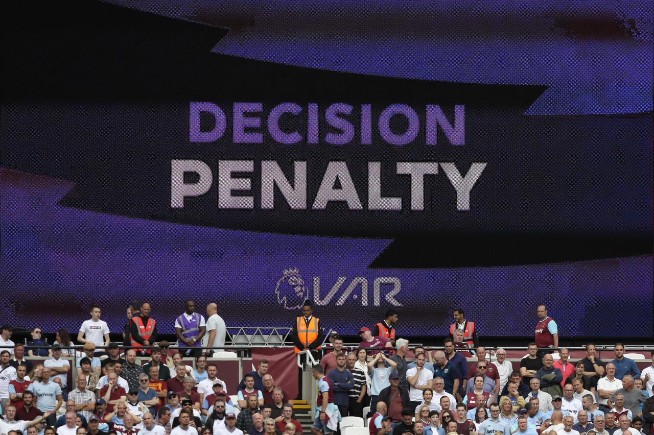 前英超主裁谈利物浦点球:别再隐秘,应发布主裁和VAR的对话   