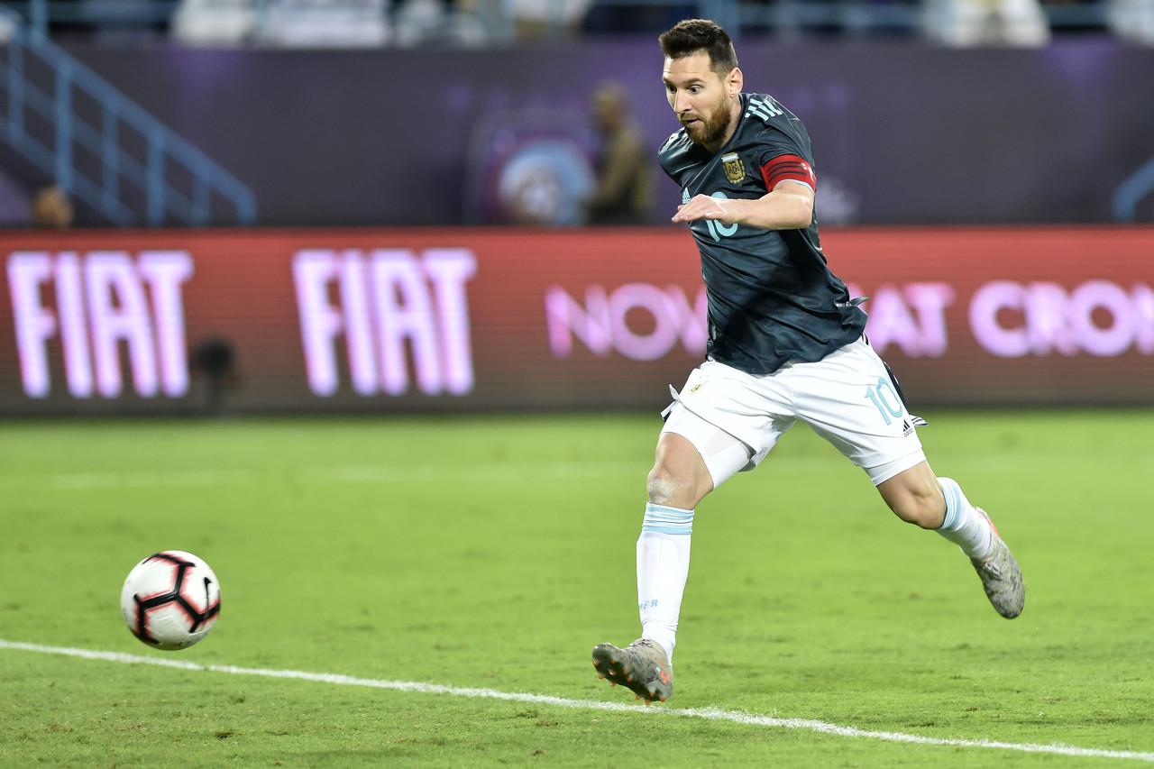 梅诺蒂:作为罗萨里奥球迷,想到梅西可能为纽维尔踢球我就惧怕