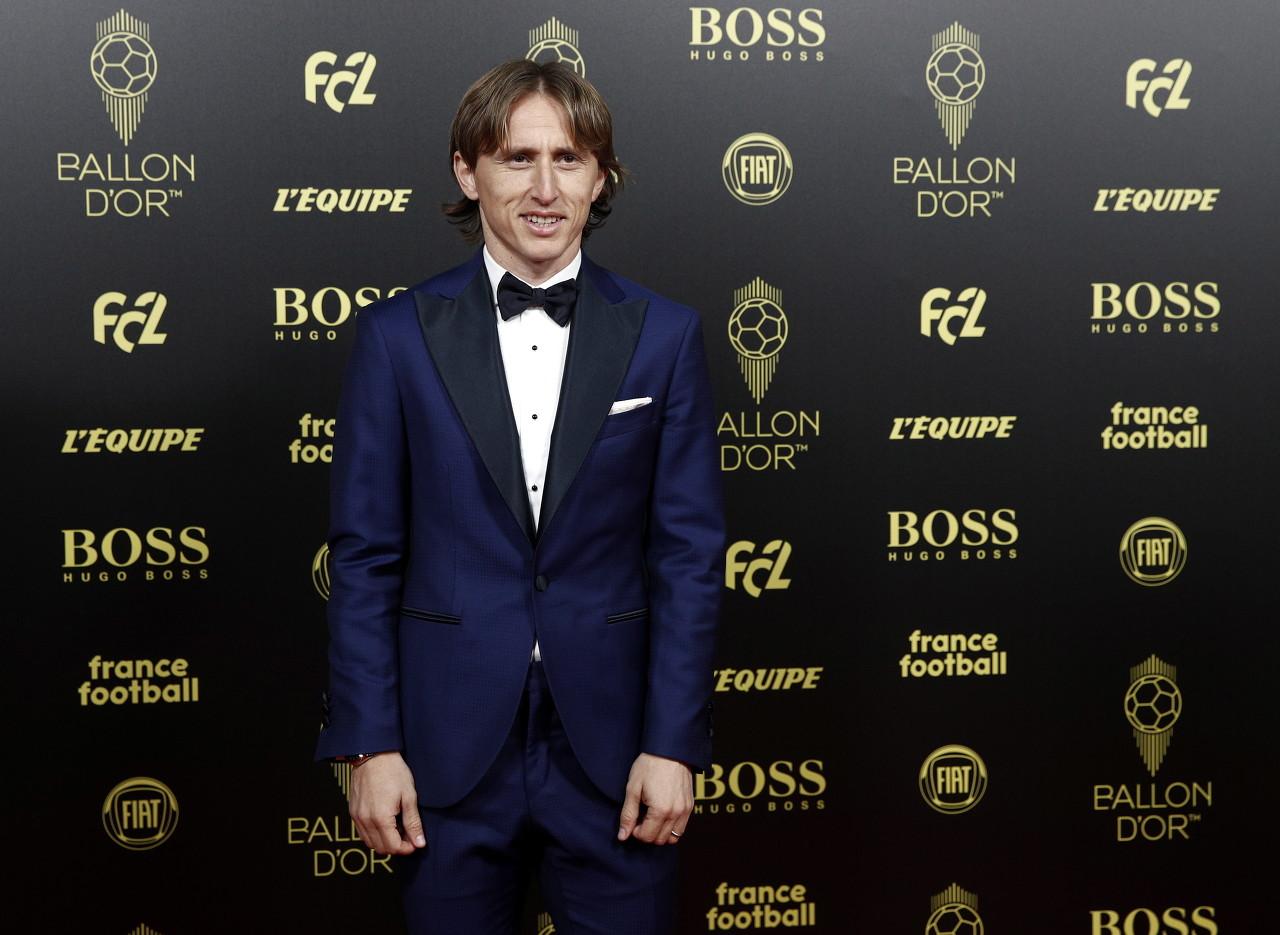 莫德里奇获皇马11月最佳球员奖感言:感谢一贯给我支持的球迷们