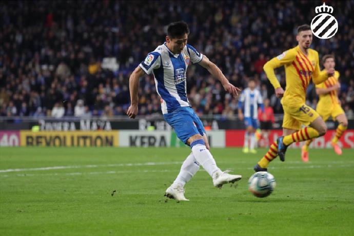 一年前的今日:武磊成为首位攻破巴萨球门的我国球员 