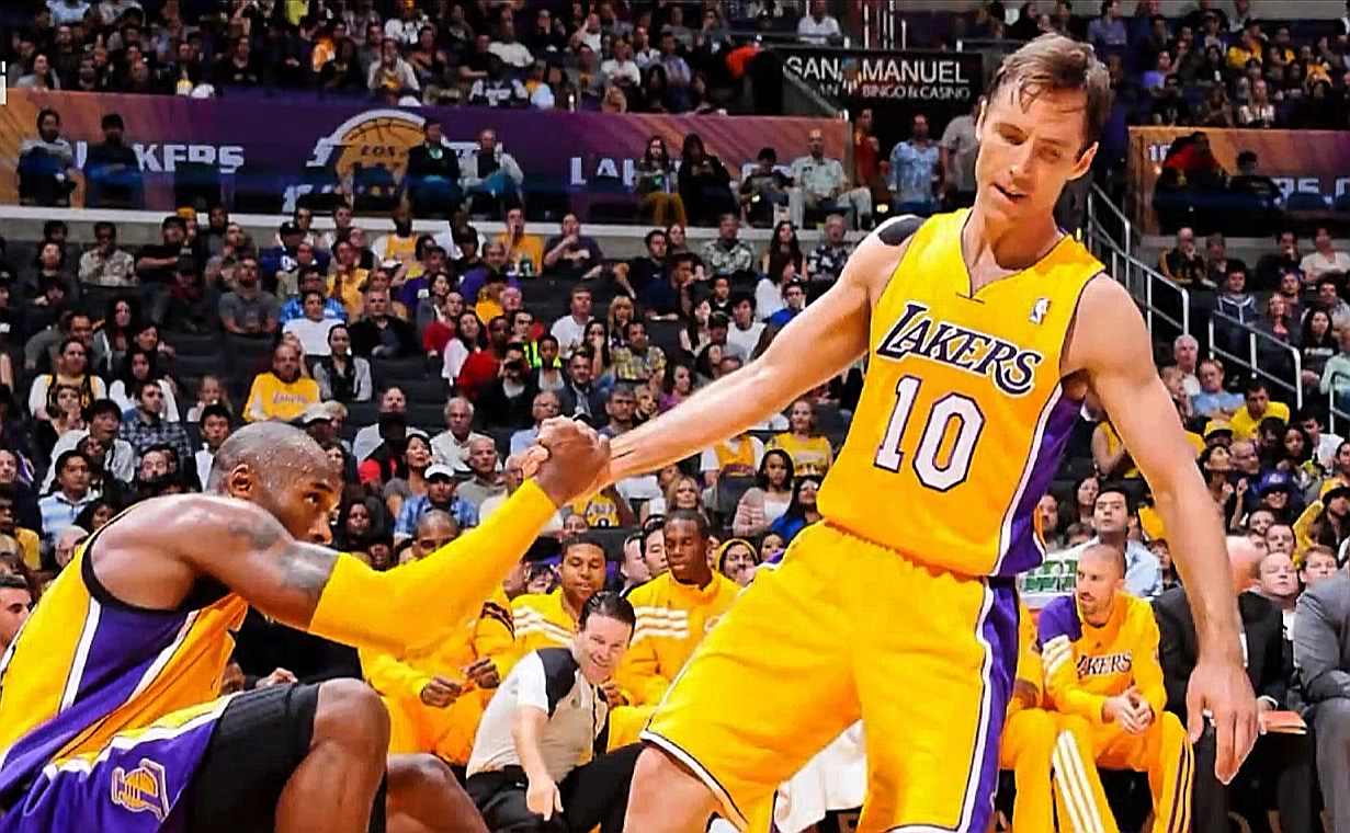 8年前的今日:纳什成为NBA历史上第五位助攻破万的球员 