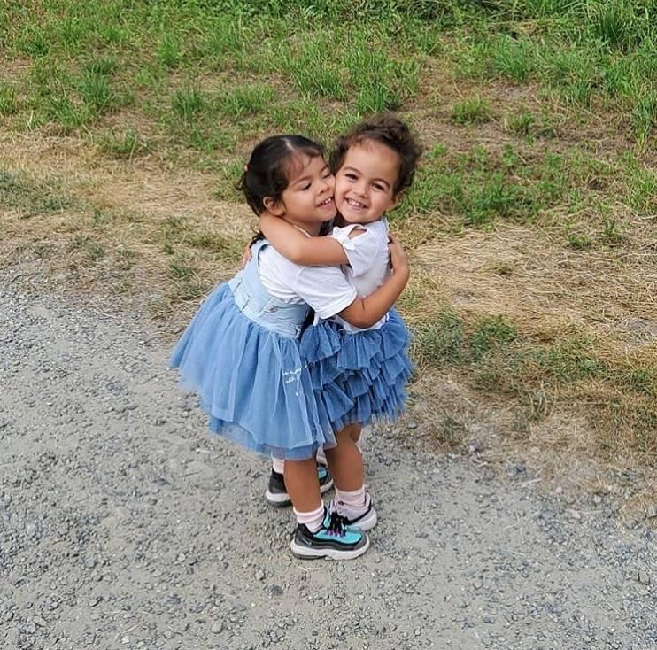 C罗晒两个女儿照片:每次见到她们俩,我就会坠入爱河