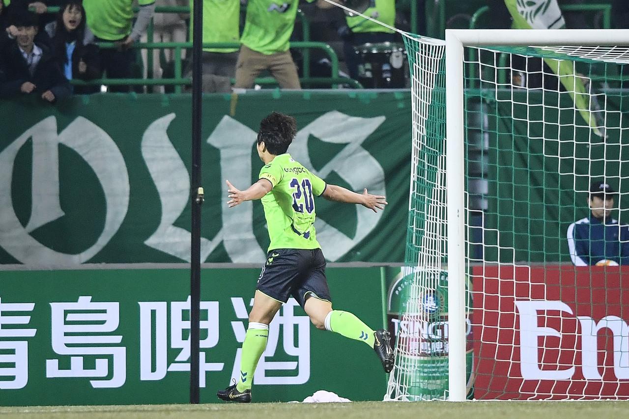 韩媒:退役与伤病有关,李同国将参加A级教练培训班
