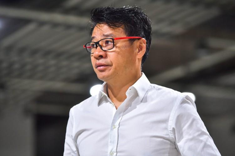 新民晚报:因外教凌辱中国足球人,当助教的吴金贵抓起凳子就要砸