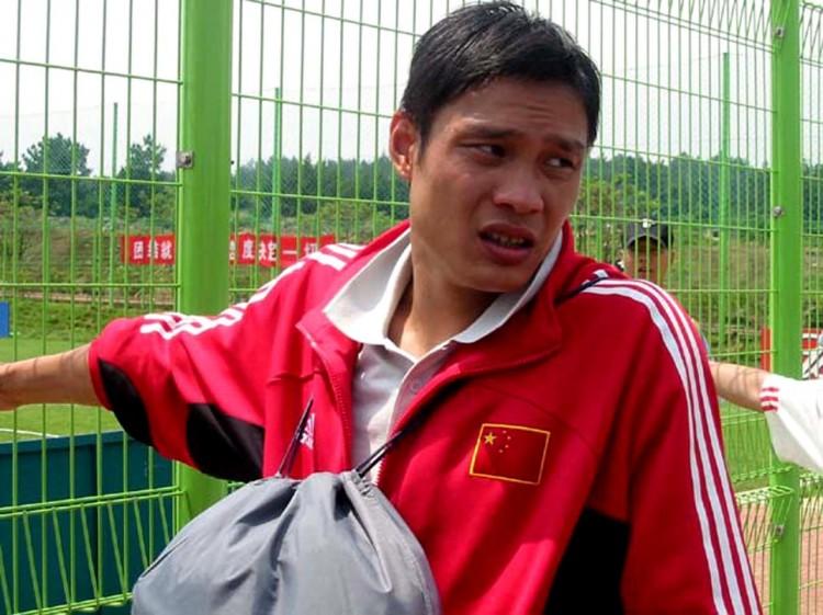 《新民体育》发文点评以为,这样的节目除了拿中国足球哗众取宠之外